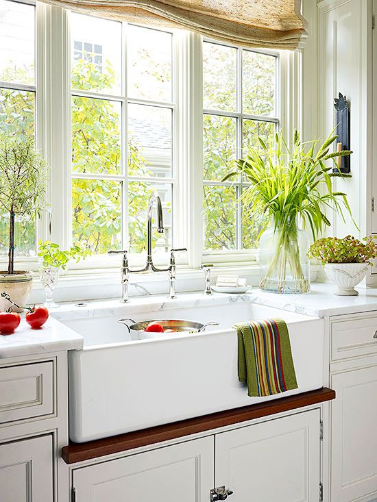 White cottage kitchen ideas traditional apron sink and for Cottage kitchen lighting ideas