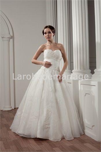 Robe de mariée princesse ornée d´appliques en satin et organza col ...