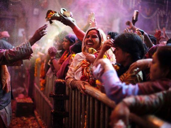 Holi 2014 (© REUTERS/Babu)