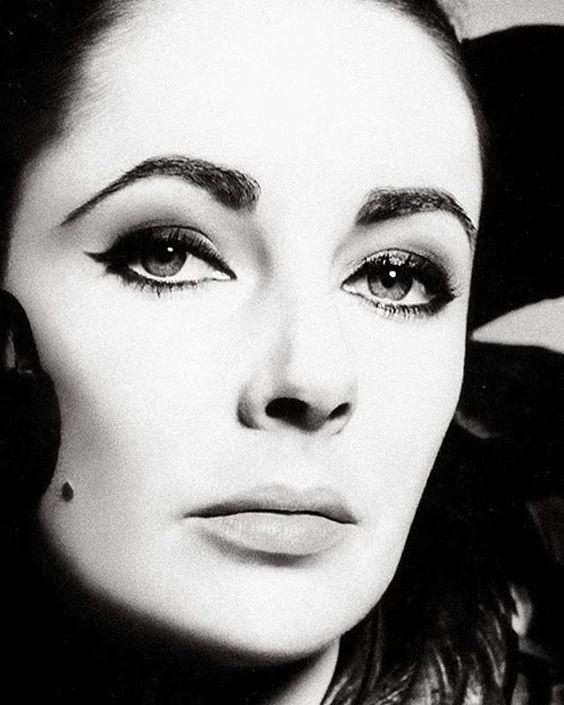 The seductive Elizabeth Taylor.