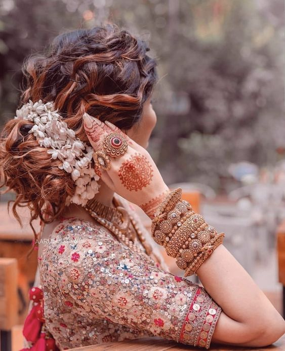 Beautiful look of Indian bride #hairstyles #mehndidesigns #bridal #bangles #blousedesigns #bride #bridaldresses #bridallehenga