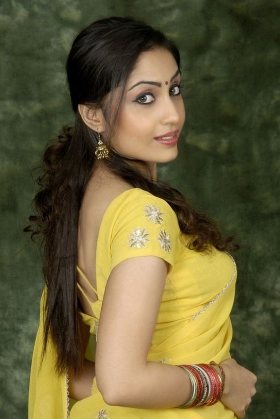 http://celebsfotos.com/aishwarya-nag-weight-height-bra-size-figure-size-body-measurements/