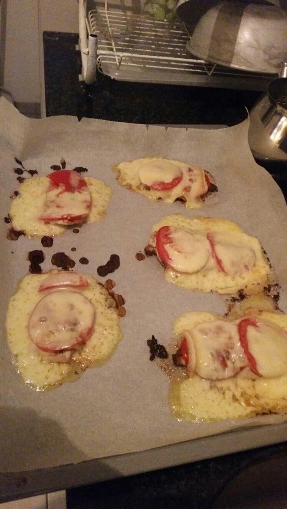Pouletfleish übergebacken mit Tomaten und Raclettekäse