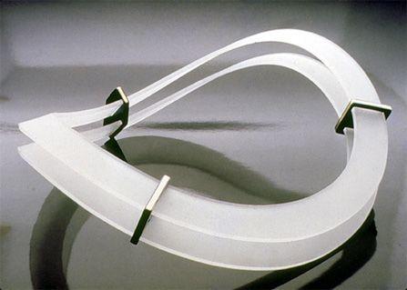 Filomeno Pereira de Sousa / colar / acrílico, ouro e titânio / 1987