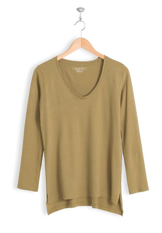 Regular Fit • V-Neck • Long Sleeve •Relaxed Torso • Split Seam High-Low Hem • 100% Tanguis Cotton • Long Lasting • Stable Dying • Pre-Wash •Anti-Pilling