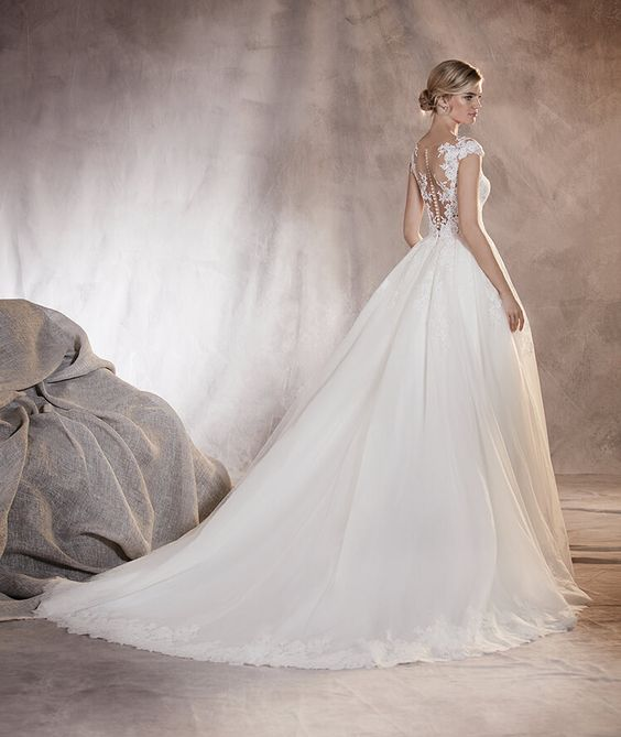 Adela - Robe de mariée en dentelle, tulle, ornée de broderie et ...