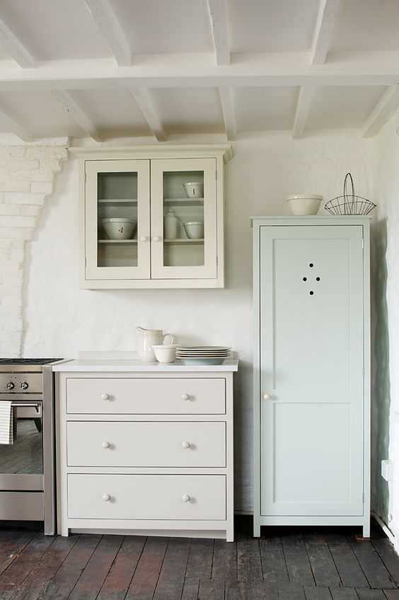 The real shaker kitchen painted in our shaker paint - Putty colored kitchen cabinets ...