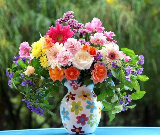 Resultado de imagem para vaso com flores