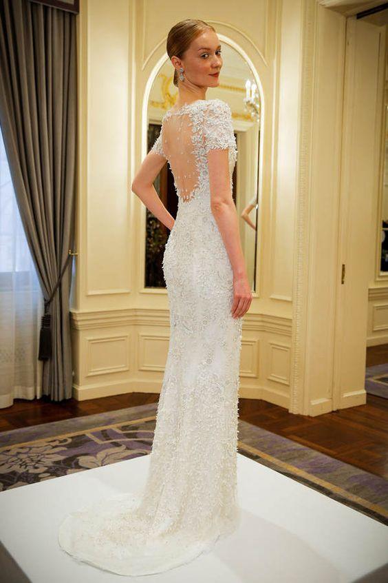 Betont die Silhouette: Besticktes Hochzeitskleid von Marchesa #wedding