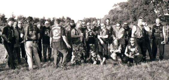 A very rare shot of what went on to become AOA, Outlaws MC England and Wales. Members of the Outcasts MC meet and party with their future brothers the Midlands Outlaws MC..........(circa 1997)