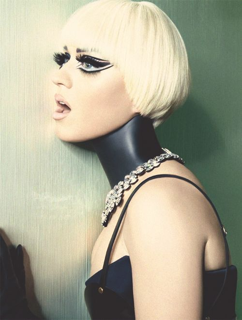 Katy Perry in Italian Vogue >> click to see the rest of her spread! Its amazing!