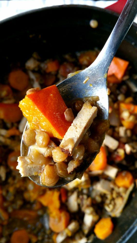 Potée d'automne aux lentilles, tofu fumé, potimarron et carottes