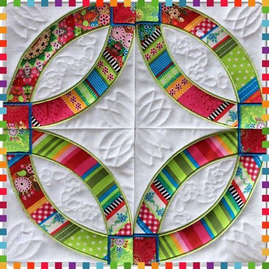 Quilt Patterns Using 5x5 Squares : Wedding rings quilt and blocks 4x4 5x5 6x6 7x7 in the hoop machine emb Sweet Pea Machine ...