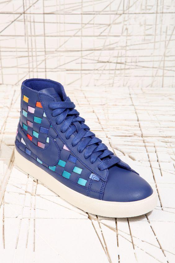Nike Blazer Baskets tissées mi hautes Bleu marine chez Urban Outfitters