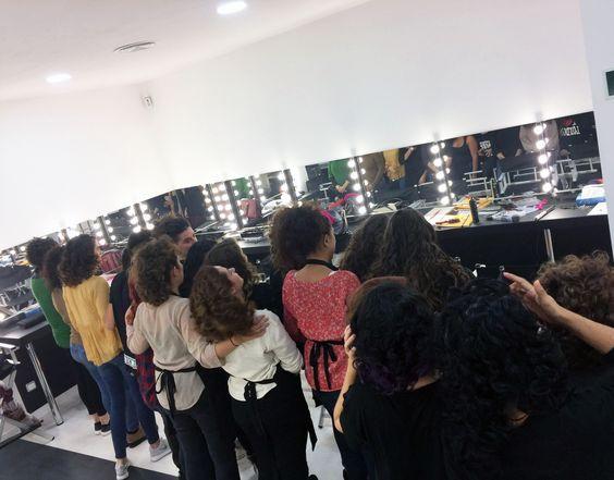 Clases de #peluquería 👉en el curso de #maquillaje profesional de 10 meses👈   Infórmate✉: hola@colors-up.