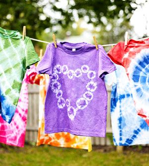 How to Tie-Dye with Kids.  (Different designs too!)