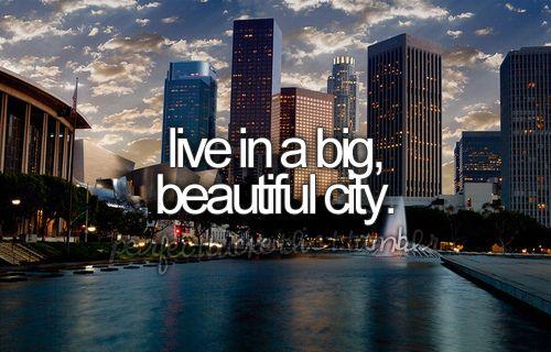 Me encantaría vivir en otro país, emprender algo que involucre mis talentos y mi cultura para llevarla a otros. :)
