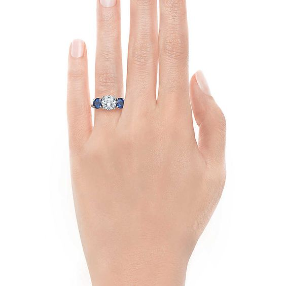 Three Stone With Sapphire Side Stones Verlobungsringe | Tiffany & Co.