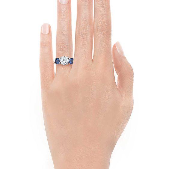 Three Stone With Sapphire Side Stones Verlobungsringe | Tiffany & Co.
