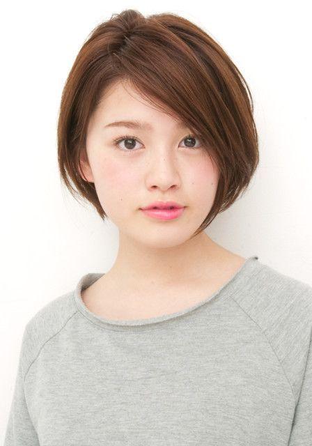 【ANTI】大人シンプルショートボブ(KEIKO) | ANTI(アンティ)のヘアスタイル・髪型・ヘアカタログを探すなら楽天ビューティ。顔周りを包み込むふんわりレイヤーで作るシンプルな大人な女性にこそおすすめのショートボブ。分け目次第でいろいろな表情を見せるシンプルなスタイルだからこそセットに時・・・: