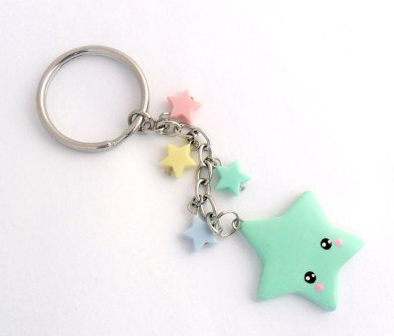 Il sagit dun porte-clé étoile adorable kawaii. Vous pouvez choisir la grande étoile pour être soit vert (illustré), rose, bleu, jaune ou lavande.