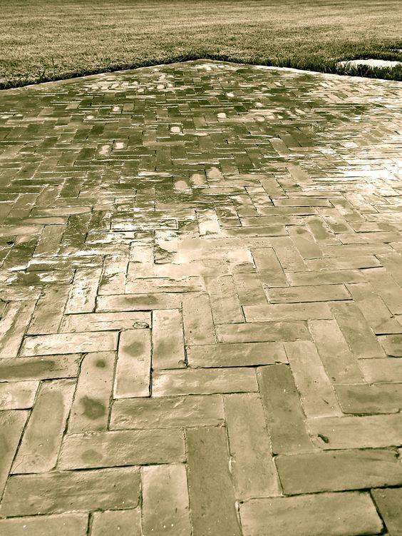 Bejmate marocain pose en chevrons carrelage en terre cuite toujours taill en biseau ce for Comcarrelage exterieur terre cuite