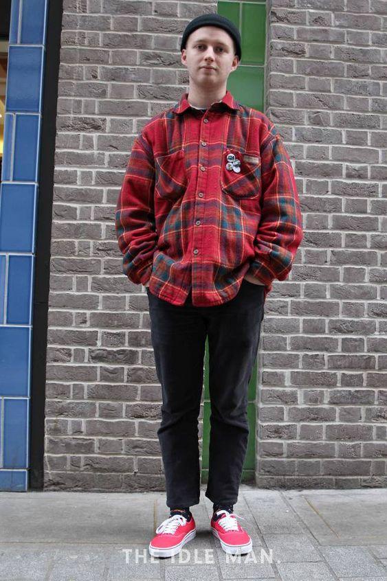 ネルシャツ×ブラックデニム×赤スニーカー