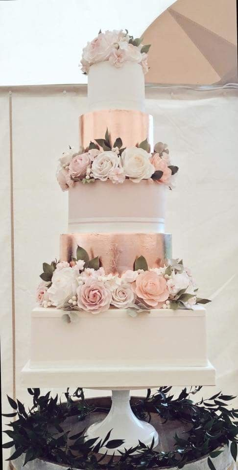 Rose gold, square bottom tier