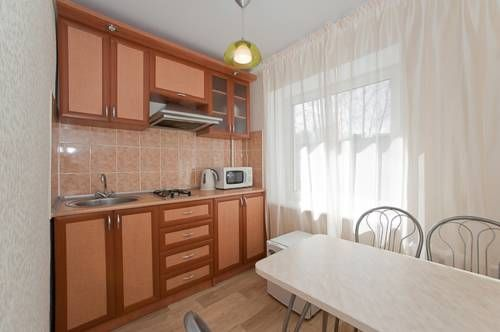 Welcome74(2+2) Chelyabinsk Set in Chelyabinsk, this apartment features free WiFi. Guests benefit from balcony.  A microwave, a fridge and a stovetop can be found in the kitchen. Towels and bed linen are offered in this self-catering accommodation.