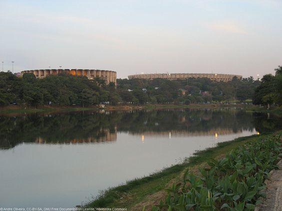 BH: Mineirão e Mineirinho ao fundo, e Lagoa da Pampulha em primeiro plano.