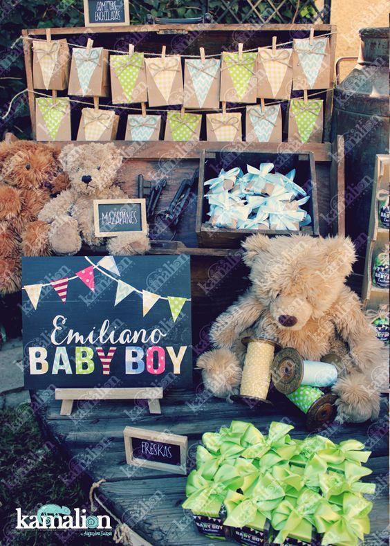 www.kamalion.com.mx - Mesa de Dulces / Candy Bar / Postres / Baby Shower / Verde, azul y amarillo / Blue, yellow & green / Rustic Decor / Dulces / Carrete / Madera / Lecheros / Maletas  / It's a boy / Osos / Teddy / chalkboard / letrero.