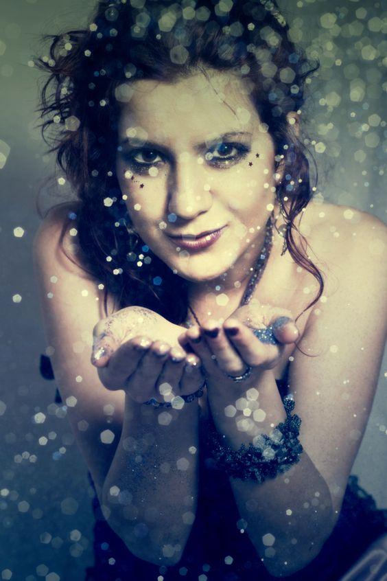 Sesión Gótica con Viviam Kerr. By Zyllan.  #glitter #model #siren #fantasy #make-up