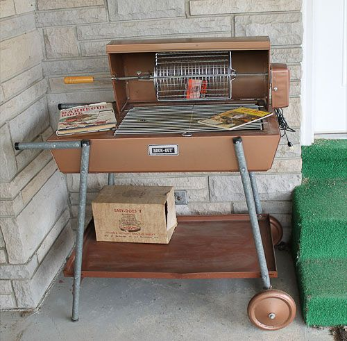 Very cool retro BBQ, so old, I believe it was run by hamster power.
