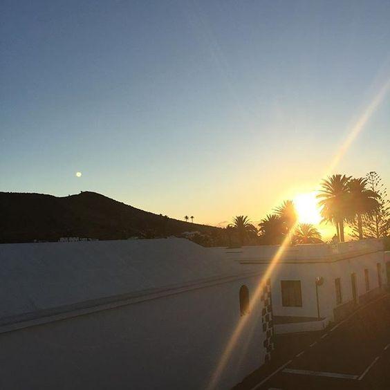 Wenn sich jemand gerade fragt wo die Sonne ist... HIER is se! #nicetobehere #placetobe #chillimilli #lanzarote