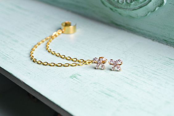 Delicate Gold Bow Double Chain Ear Cuff van oflovelythings op Etsy, $9.00