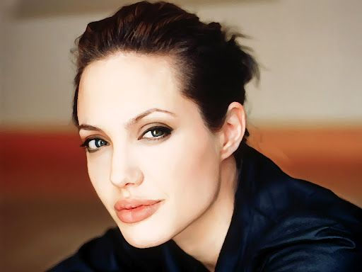 Angelina Jolie Gym Workout is really a great inspiration for the girls who want to make body like her. Angelina Jolie does kickboxing , canoeing ,street fighting and yoga.