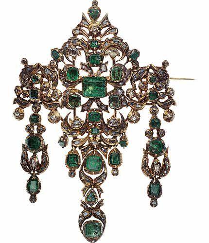 Broche, XVIIIe siècle, France  Or, émeraudes, diamants © Les Arts Décoratifs / Laurent Sully Jaulmes