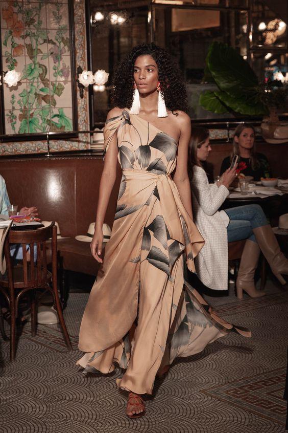Johanna Ortiz Resort 2019 Fashion Show Collection: See the complete Johanna Ortiz Resort 2019 collection. Look 35