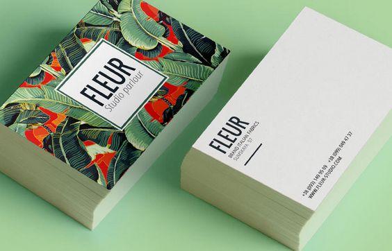 Carte de visite de Fleur Studio : un côté en couleurs et en motifs, un côté sobre avec les coordonnées.