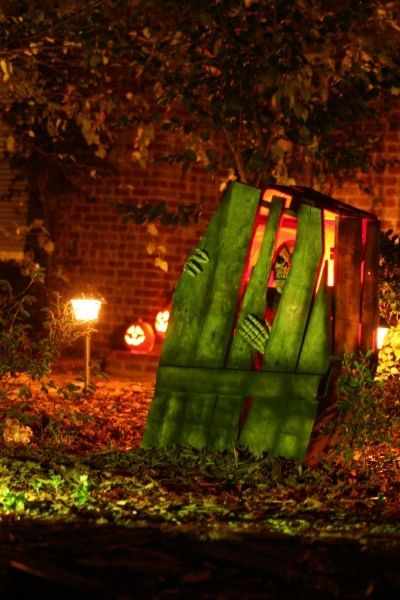 50 best diy halloween outdoor decorations for 2016 for Home depot halloween decorations 2016