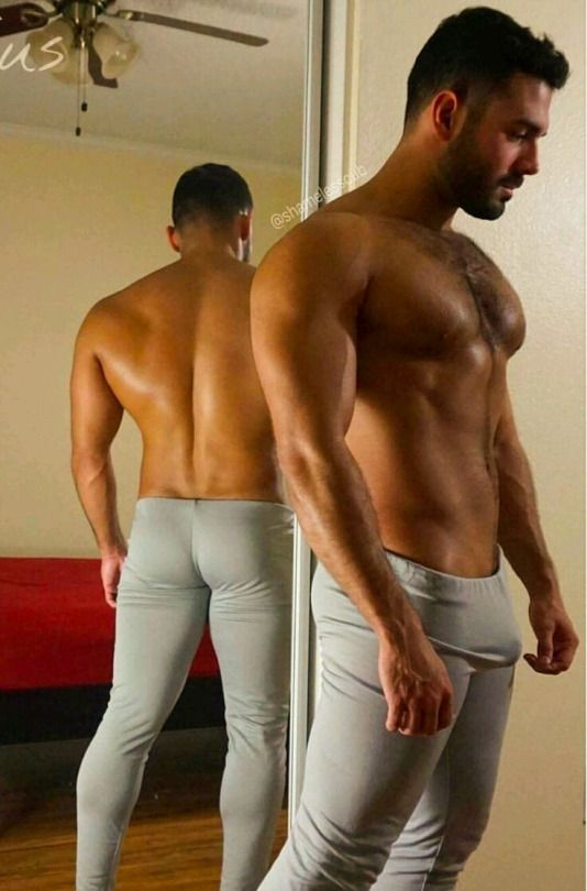 Perfect muscle guys love cock
