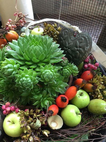 Wunderschöne Natur - Tischkranz mit Succulenten im von FRIJDA im Garten - Aus einer Idee wurde Leidenschaft auf DaWanda.com
