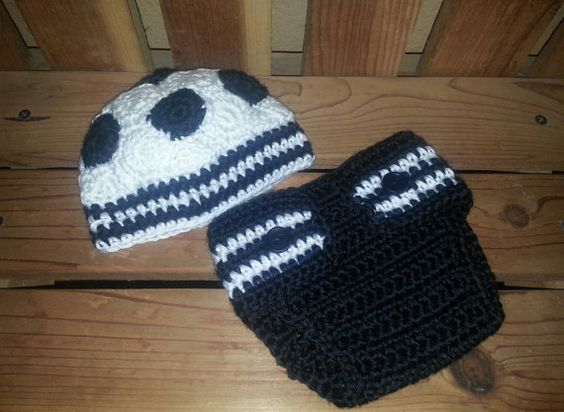 Newborn Soccer Hat and Diaper Cover   This is great for newborn pictures and makes a great baby shower gift :)
