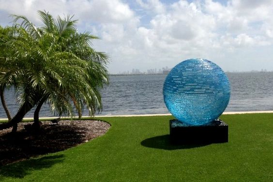 Glass sculpture by Henry Richardson