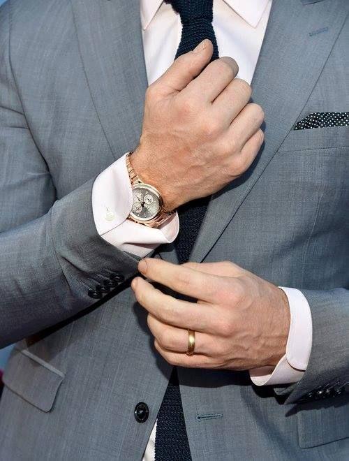 Mode - Homme - élégance - Luxe - Haut de gamme - Agence Guerda De Haan - Agence matrimonial haut de gamme - gris - noir - chemise - cravatte