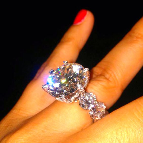 Floyd Mayweather upgraded his fiancé's ring... I WANT THIS!!!
