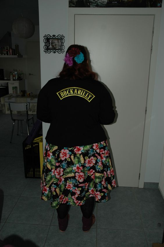 Model myself Kimy caunedhiel Skirt; hell bunny Hairflowers from the market  Jacket: pimped myself with patch
