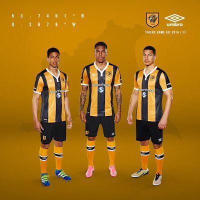Le Nouveau maillot de foot Hull City Domicile 2016/2017 apporte blanc aux couleurs noir et orange traditionnelles du club en forme du col et les poignets après le kit de la saison dernière était orange avec rayures noires et applications.