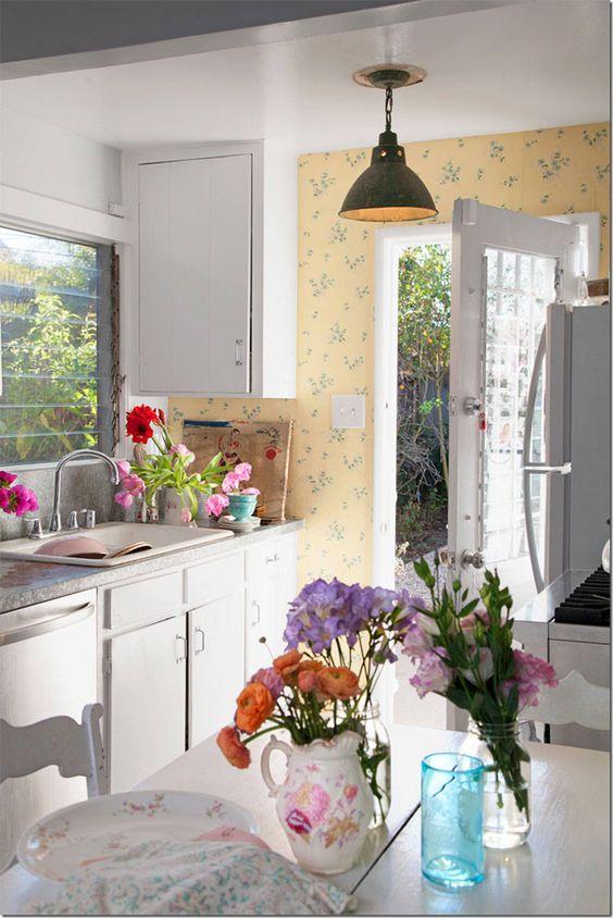 Rachel ashwell inspired small vintage kitchen kitchens for Rachel ashwell house