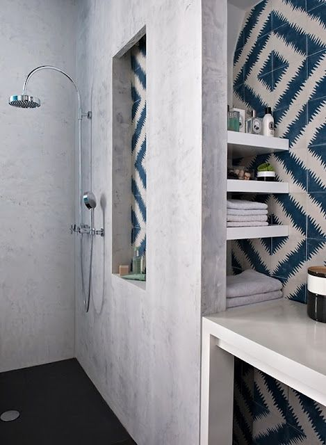 NOIR BLANC un style: A Paris, rue St Honoré, un appartement actuel et chic! #shower #bathroom #home